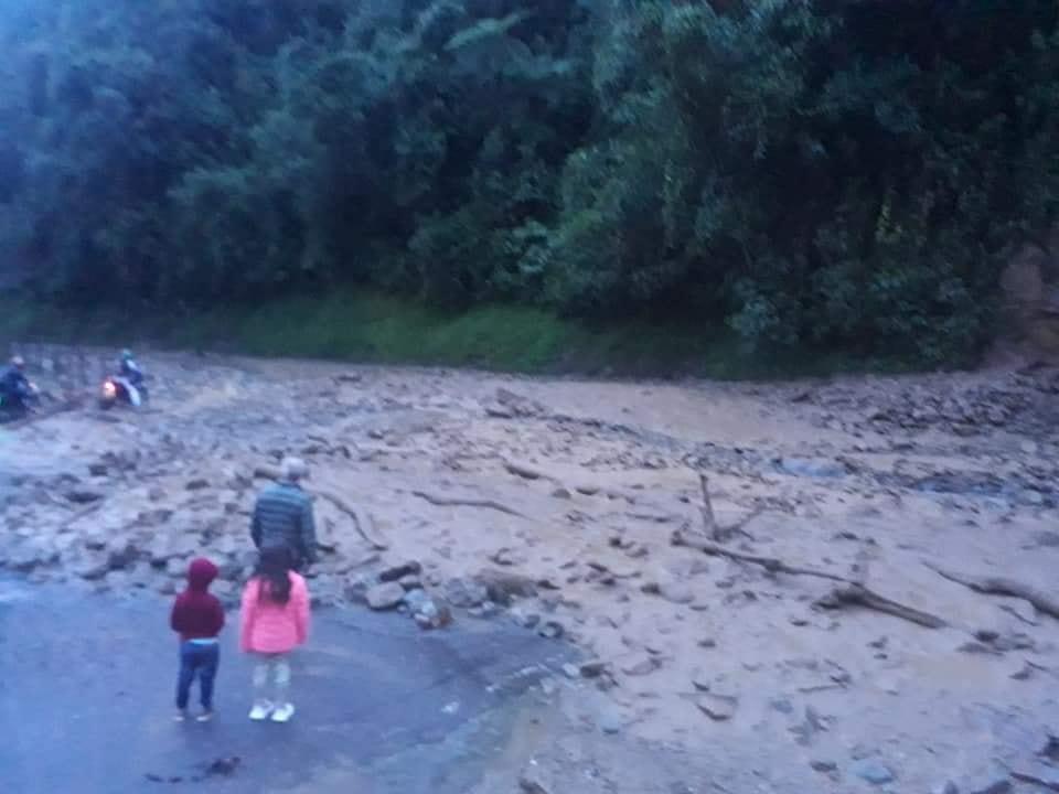 Habilitan paso en la vía Fresno- Manizales tras derrumbe 3