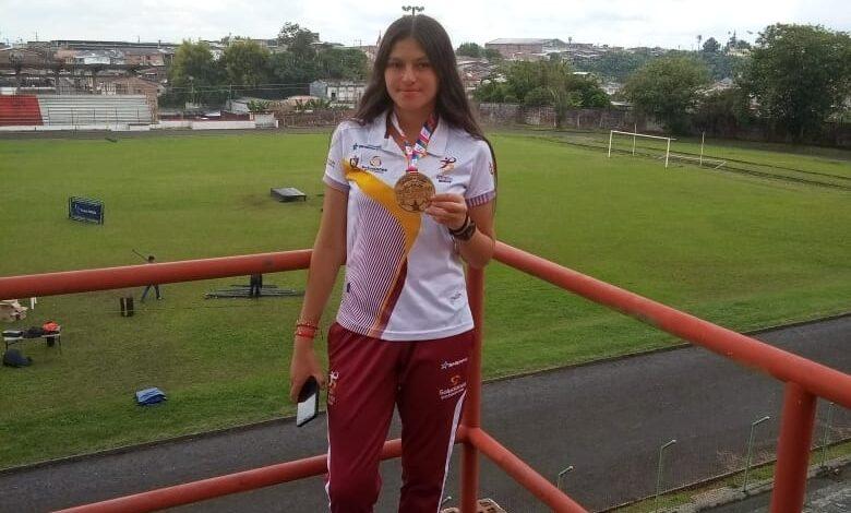 De Santa Isabel con mucho amor y orgullo. Oro en Atletismo con Maryuri Giraldo. 3