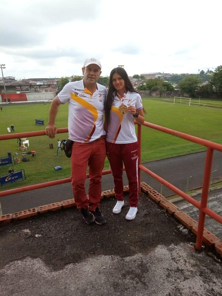 De Santa Isabel con mucho amor y orgullo. Oro en Atletismo con Maryuri Giraldo. 4