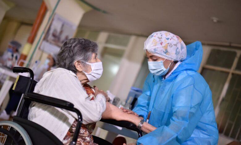 ¡Atención! Este jueves adultos mayores de 80 años sin EPS podrán vacunarse 1