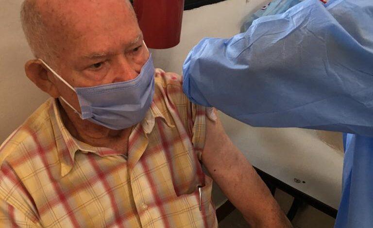 Continúa la aplicación de la segunda dosis de Sinovac para adultos mayores de 80 años 1