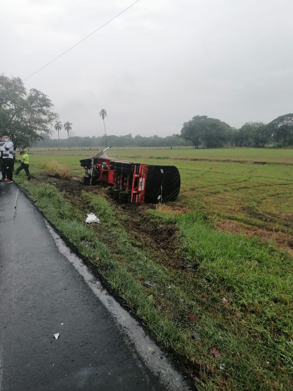 Aerován de Rápido Tolima chocó contra tractocamión en Lérida Tolima 4