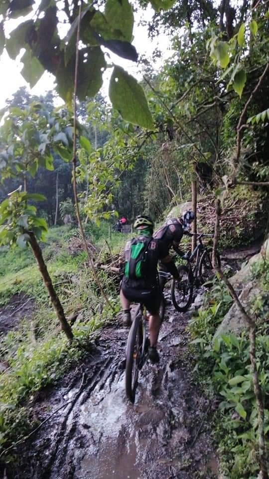 Mas de 50 ciclistas quedaron atrapados por creciente súbita en Cundinamarca 4
