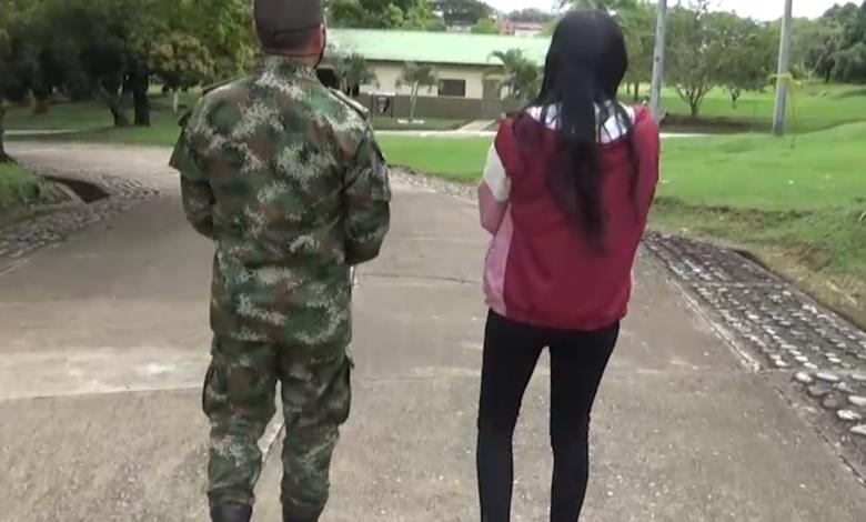 Golpeada, humillada y con un bebé en brazos salió joven de las filas de las disidencias 1