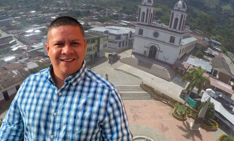 Hacia el hospital de Chaparral trasladan alcalde de San Antonio por Covid-19 1