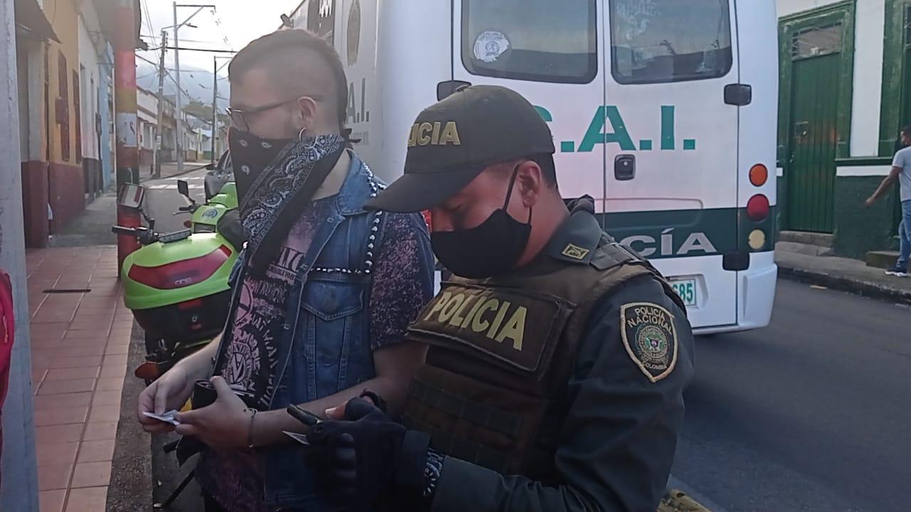 Hallan 15 menores de edad en qué fiesta clandestina en el centro de Ibagué 4
