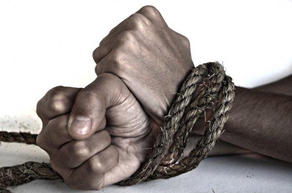 Desnudo y amarrado encontraron a Policía víctima de los ladrones en Ibagué 1