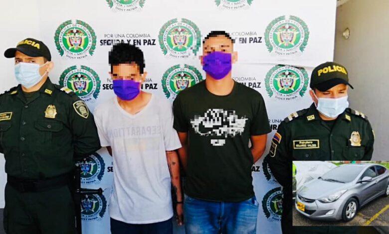 Estos fueron dos de los tres hombres que robaron carro en un Consultorio de Odontología 1