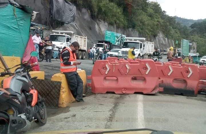 Continúa el cierre de la Vía La Línea, por parte de trabajadores de la empresa CONCAY S.A. 1