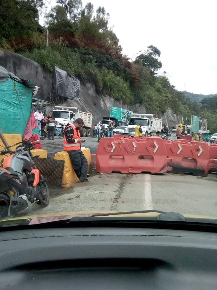 Continúa el cierre de la Vía La Línea, por parte de trabajadores de la empresa CONCAY S.A. 3