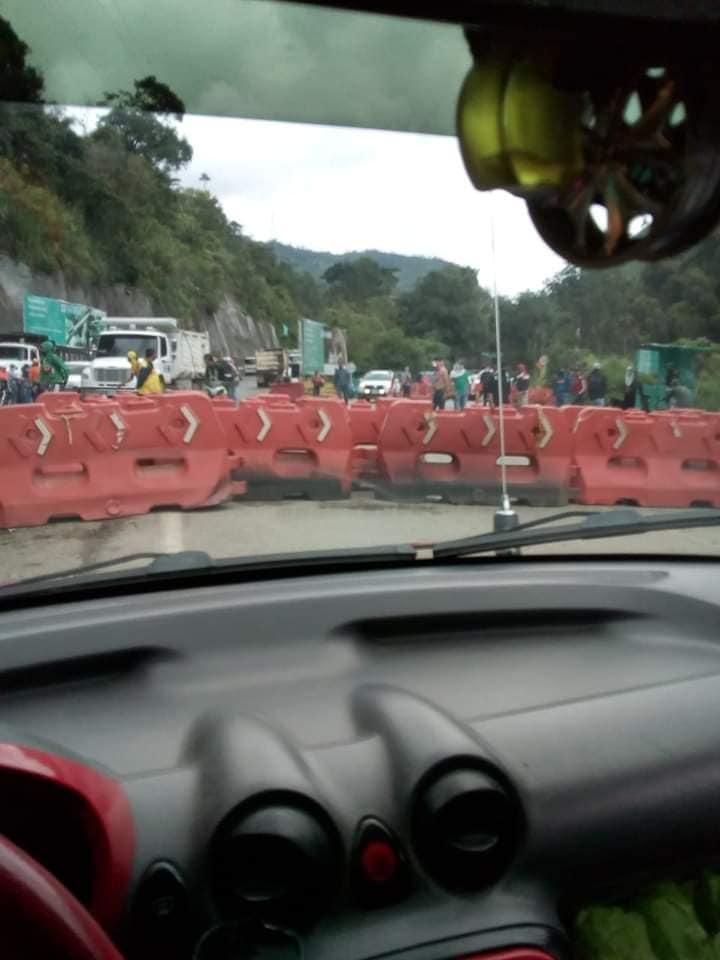 Continúa el cierre de la Vía La Línea, por parte de trabajadores de la empresa CONCAY S.A. 4