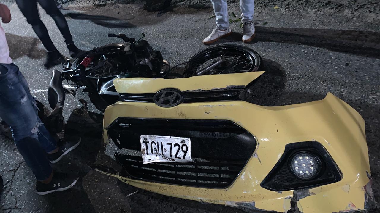 Con el taxi destrozado cogieron al conductor que arrolló motociclistas en la 60 con mirolindo 8
