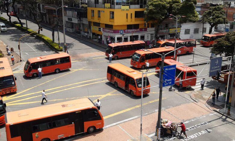 Busetas y taxis se suman a los bloqueos del Paro nacional en Ibagué 1