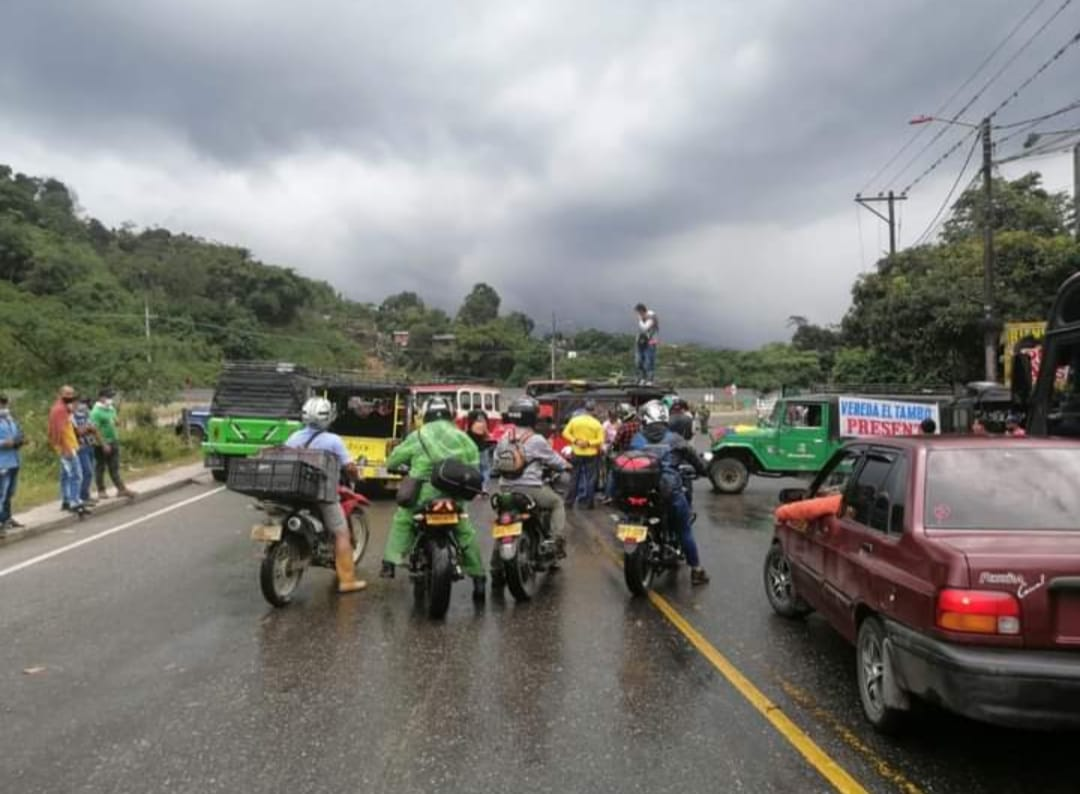 Continúa el cierre de la Vía La Línea, por parte de trabajadores de la empresa CONCAY S.A. 2