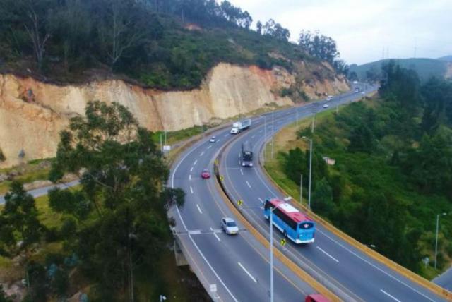 ¡Ojo! Entre bloqueos y derrumbes, así está la vía Bogotá-Girardot 1