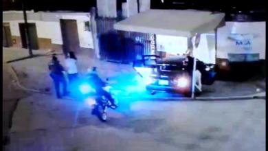 Conductor se dio a la fuga luego de estrellarse contra una vivienda 6