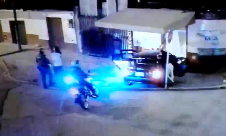 Conductor se dio a la fuga luego de estrellarse contra una vivienda 1