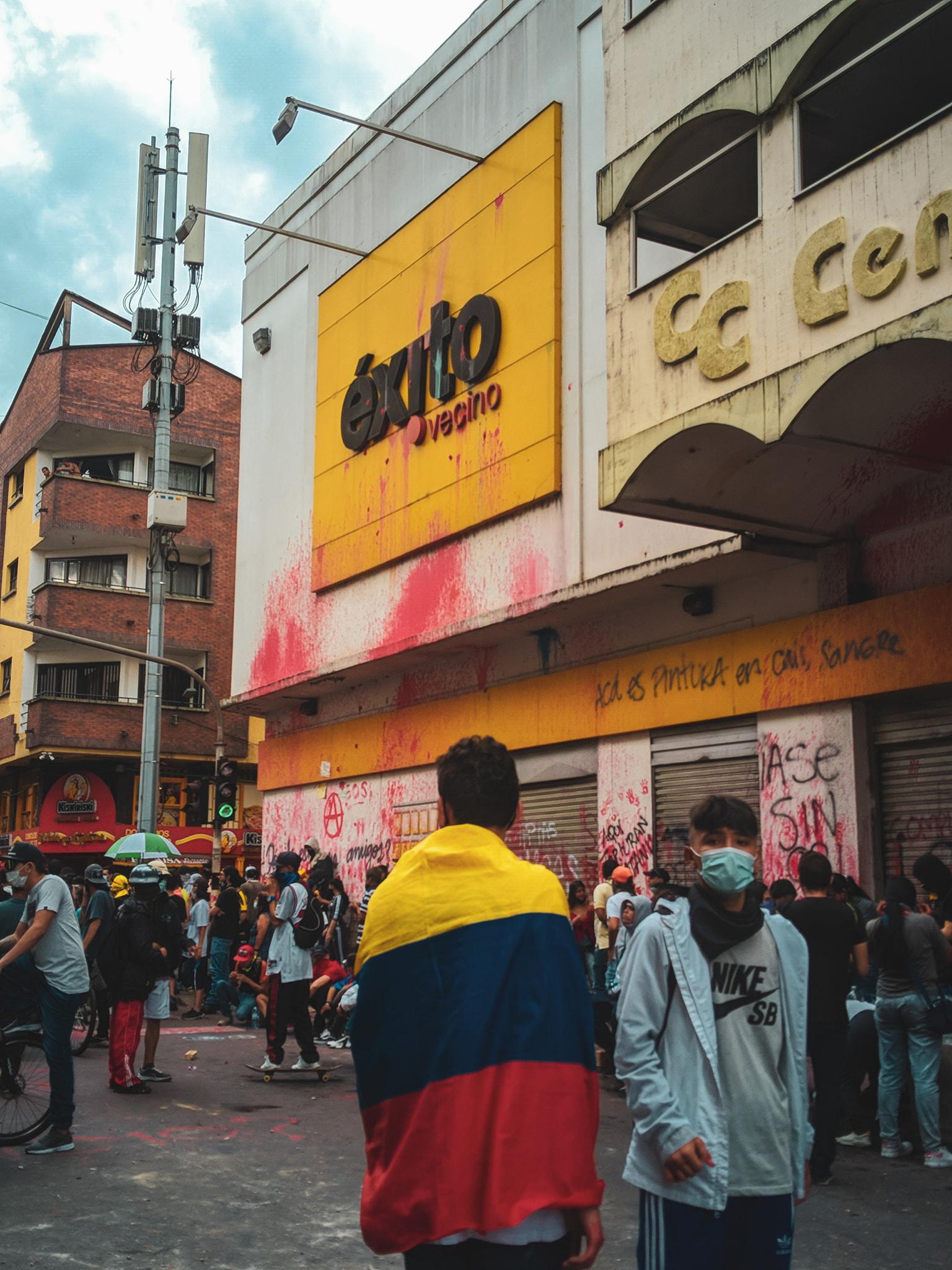 Manifestantes bloquearon la entrada de almacén Éxito en Armenia 8