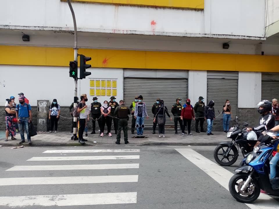 Manifestantes bloquearon la entrada de almacén Éxito en Armenia 4