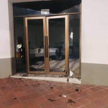 Con el vigilante encerrado, vándalos querían incendiar el ICETEX en Ibagué 2