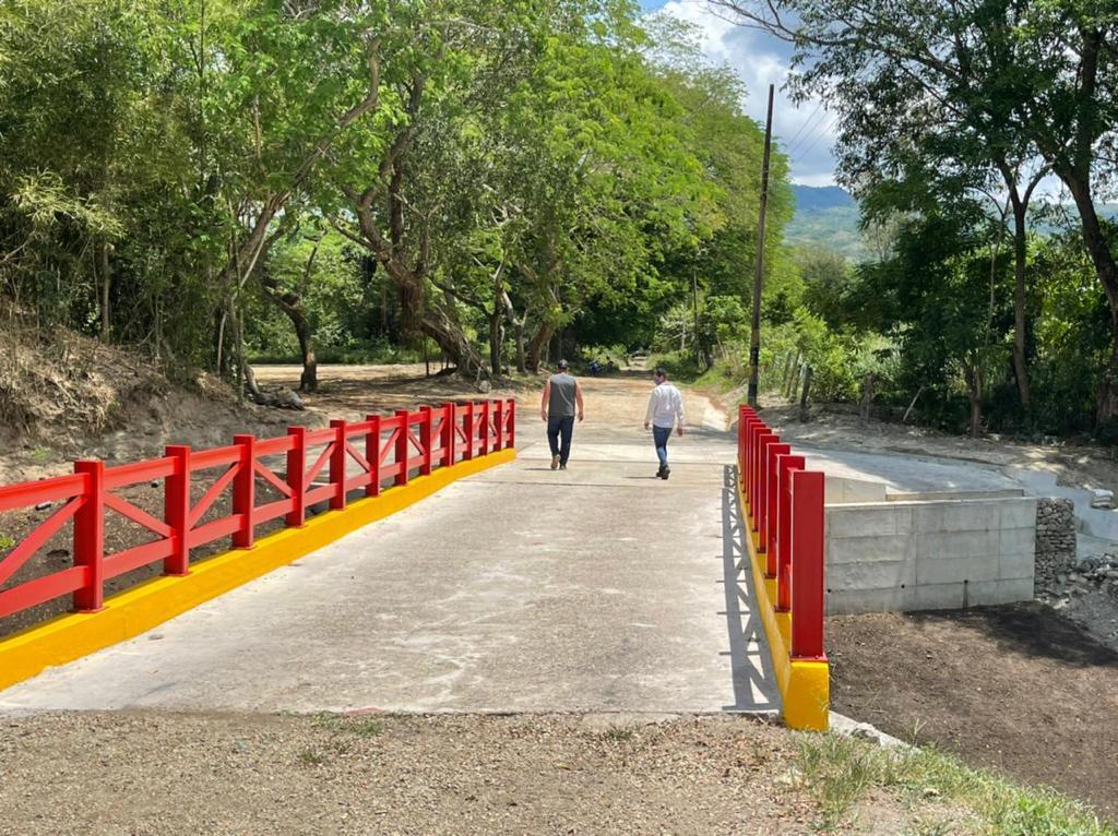 Después de dos años, Granja de Armero tiene puente de acceso 6