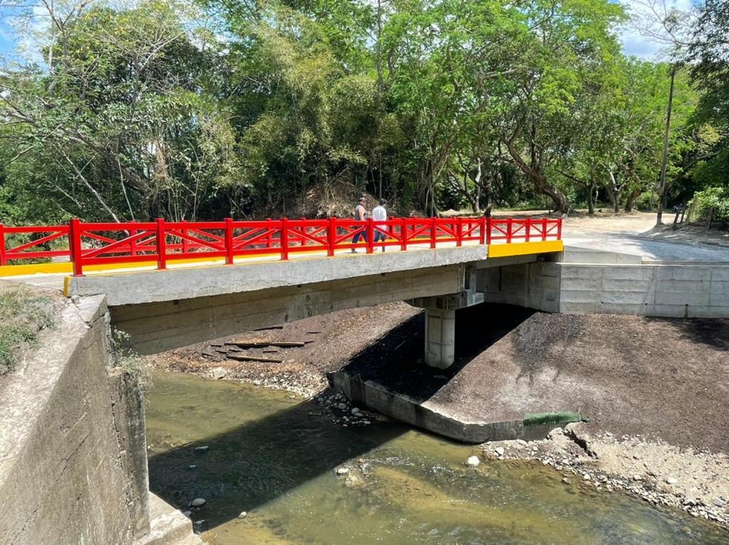 Después de dos años, Granja de Armero tiene puente de acceso 5