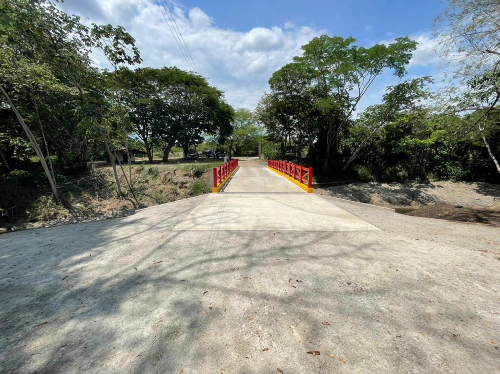 Después de dos años, Granja de Armero tiene puente de acceso 7