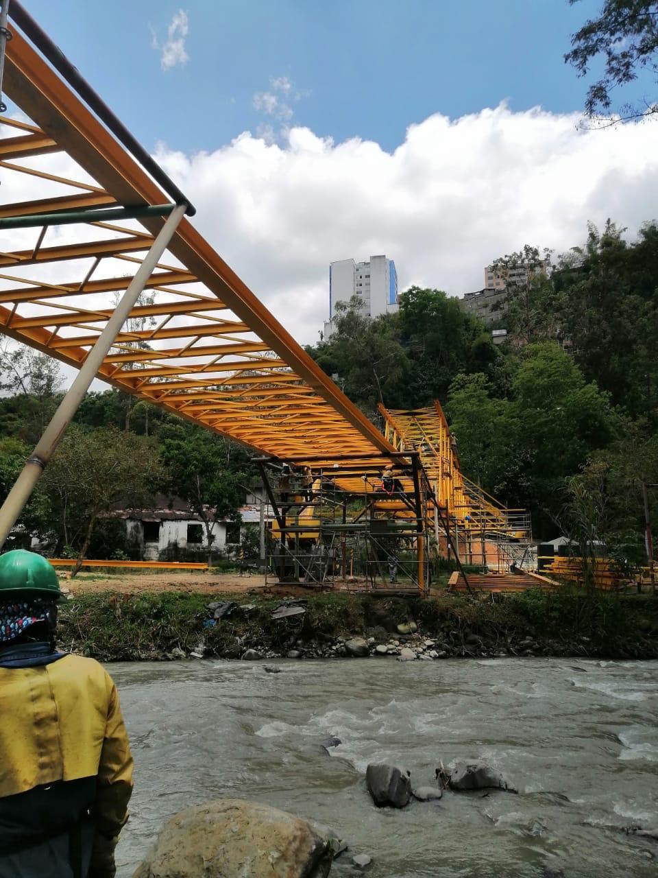 Finalizó instalación del viaducto más importante del Acueducto Complementario 7