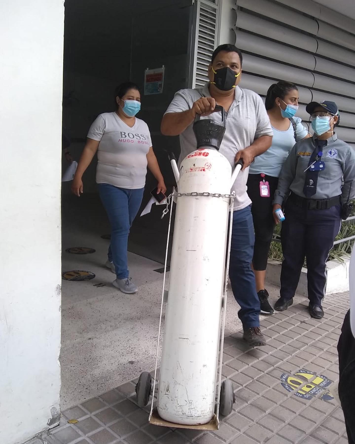 Alcalde de Melgar en fiestas y el Hospital sin oxígeno 6