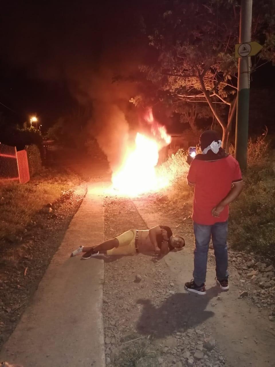 A golpes defendieron sus pertenencias algunos habitantes de Chucuní 5