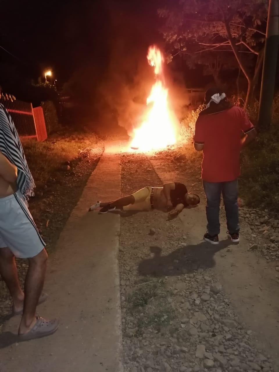 A golpes defendieron sus pertenencias algunos habitantes de Chucuní 4