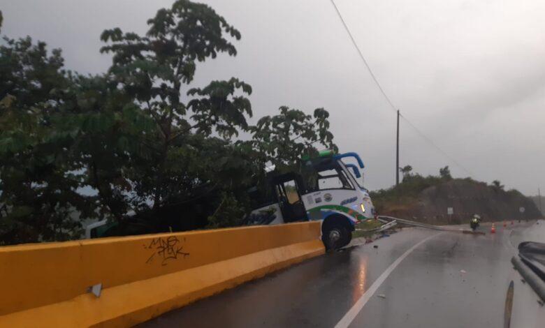 17 personas resultaron heridas en accidente de tránsito 1