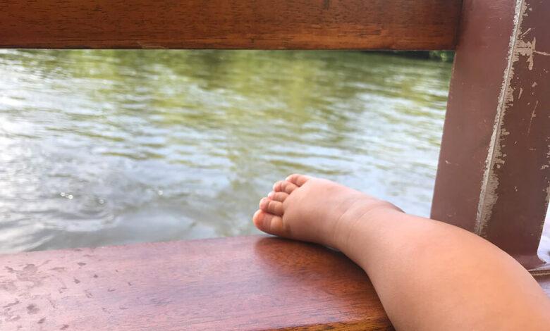 Bebés de 20 meses y 2 años caen a piscina y pierden la vida 1