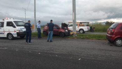 Contra un poste fue a parar vehículo esta mañana en la vía al Aeropuerto Perales de Ibagué 12