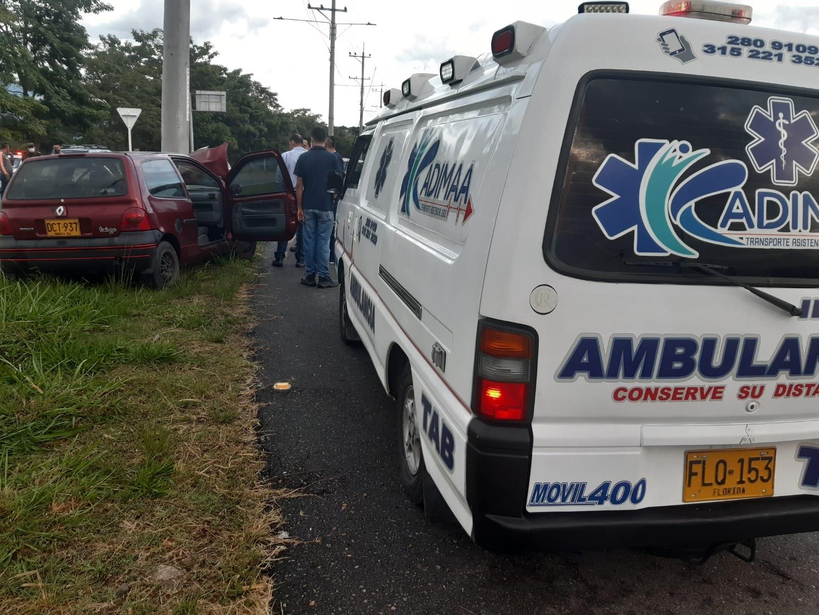 Contra un poste fue a parar vehículo esta mañana en la vía al Aeropuerto Perales de Ibagué 4