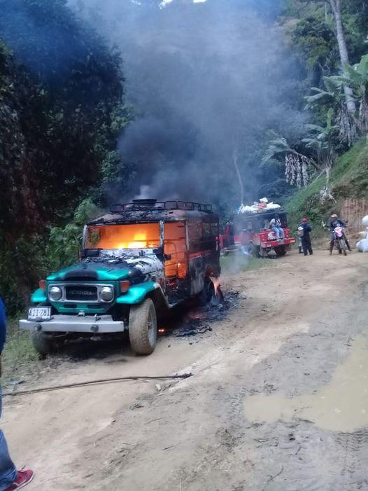 Desconocidos queman campero en la vía Ibagué-China Alta 4