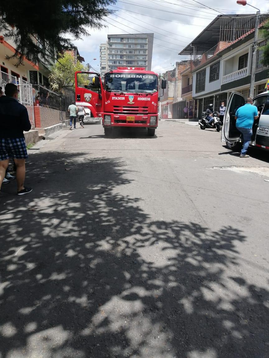 Corto circuito ocasionó incendio de vehículo usado para transporte de pacientes 2
