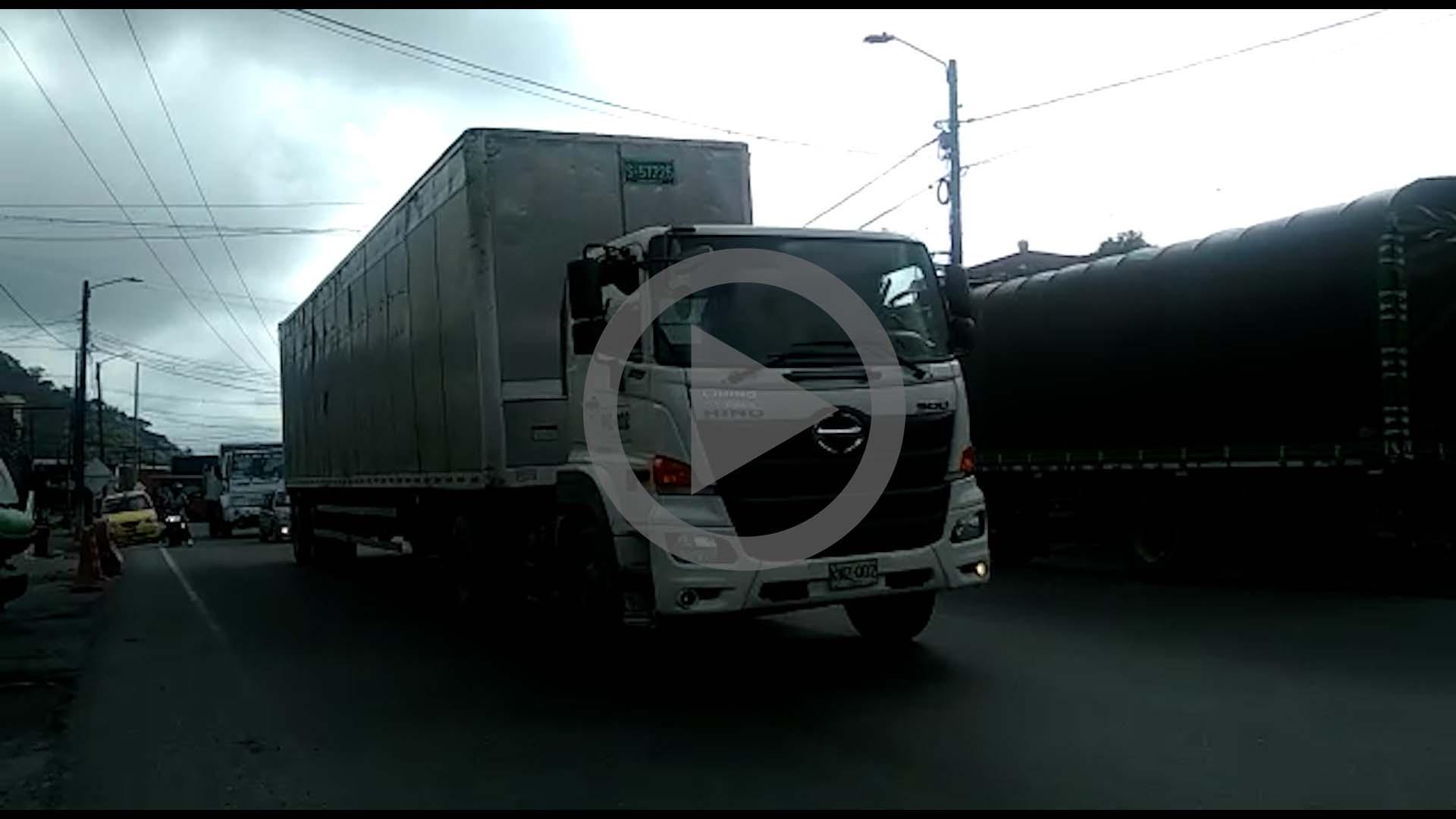 El calvario de los trasportadores tras las 15 horas de cierre de la vía Ibagué - Calarcá 4