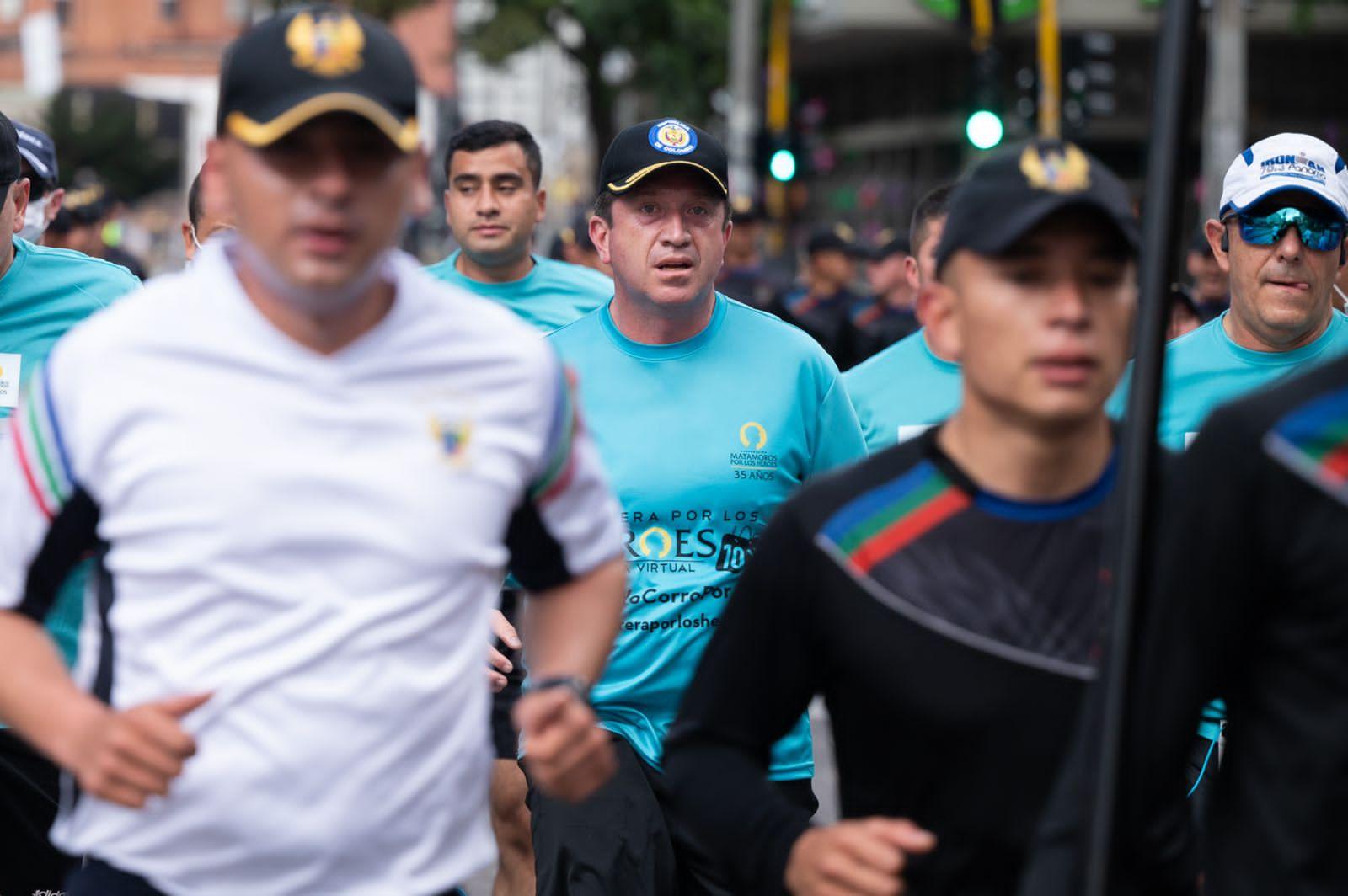 El Ministro de Defensa se puso los tenis por los Héroes de Colombia 14