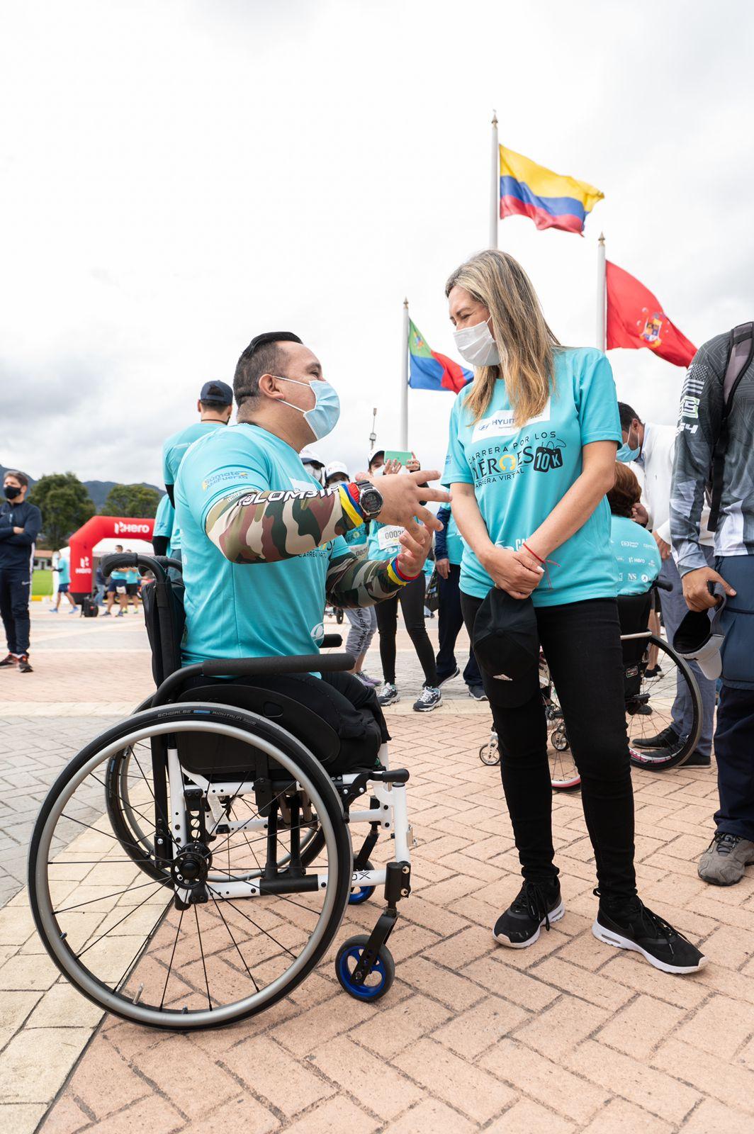 El Ministro de Defensa se puso los tenis por los Héroes de Colombia 16