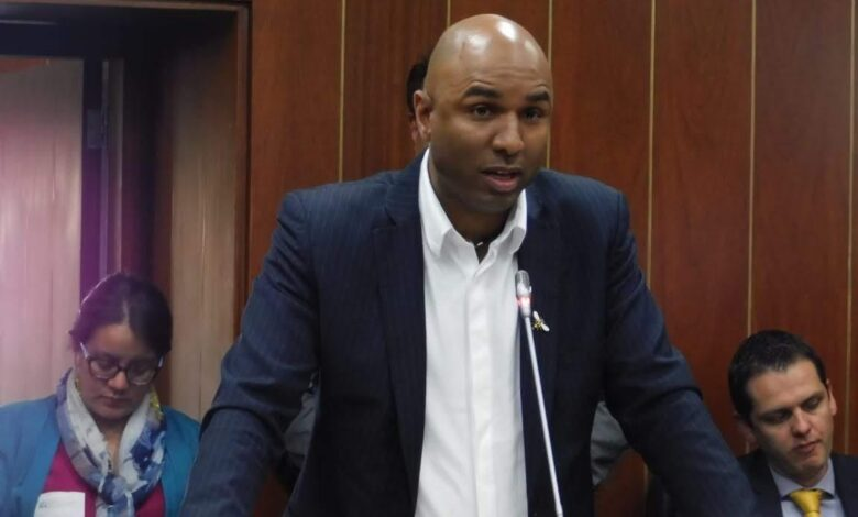 Hijo de Piedad Córdoba, Juan Luis Castro renuncia al Senado 3