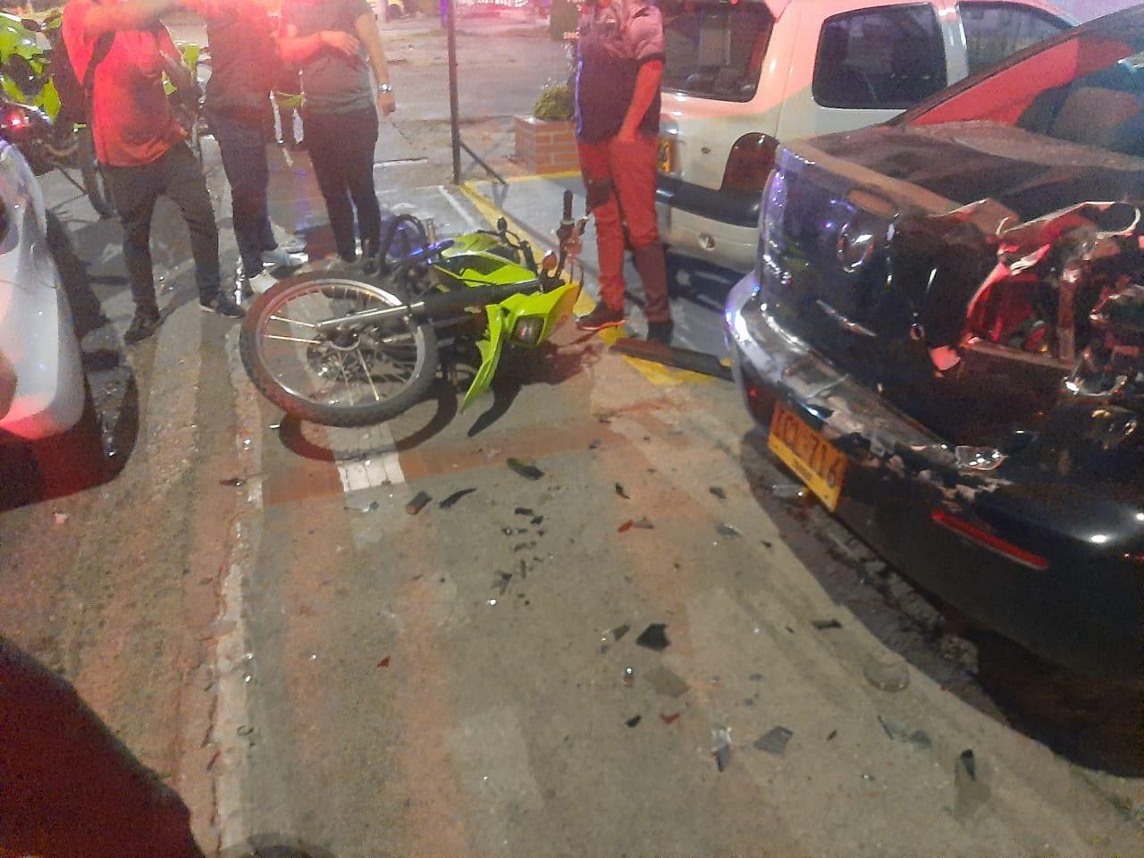 Borracho al volante atropelló a Policia en la Ambalá 4