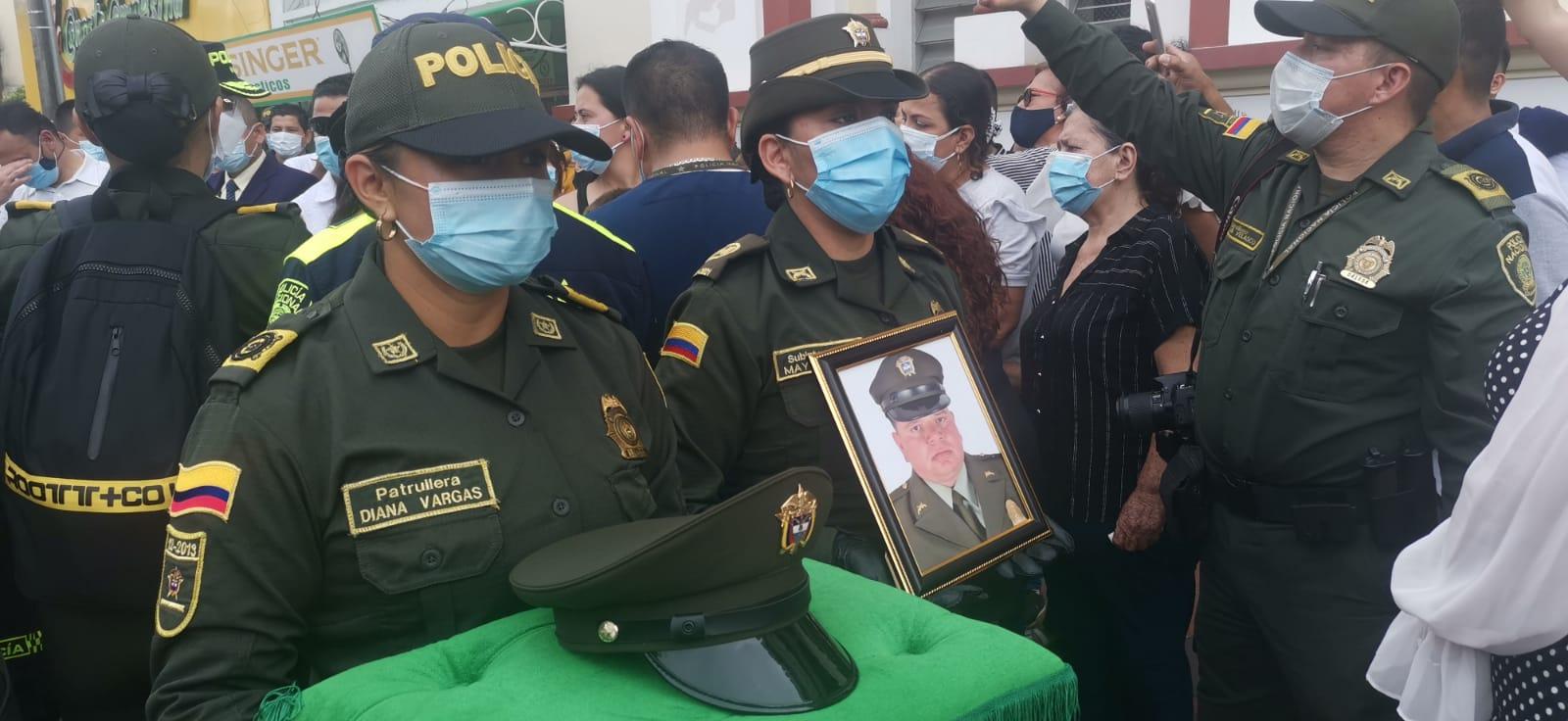 Con homenaje despidieron al patrullero tolimense asesinado en Bogotá 3