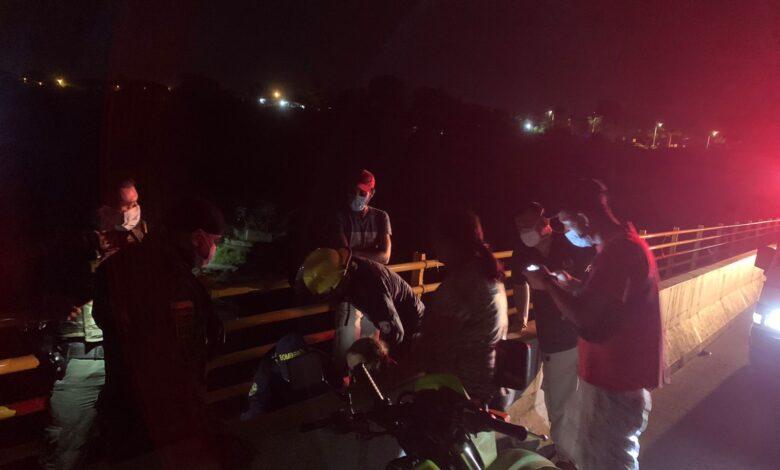 Rápida reacción permitió salvar una nueva vida en el puente de la variante 1
