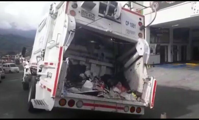 Al hueco se fue el camión de la basura 1