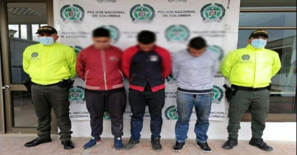Policía en Cundinamarca, ubica taller con partes de vehículos hurtados 2
