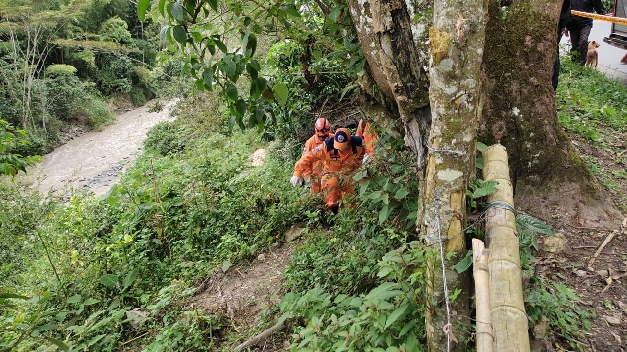 Hallan sin vida al niño que cayó del puente en la vereda Pico de Oro 3