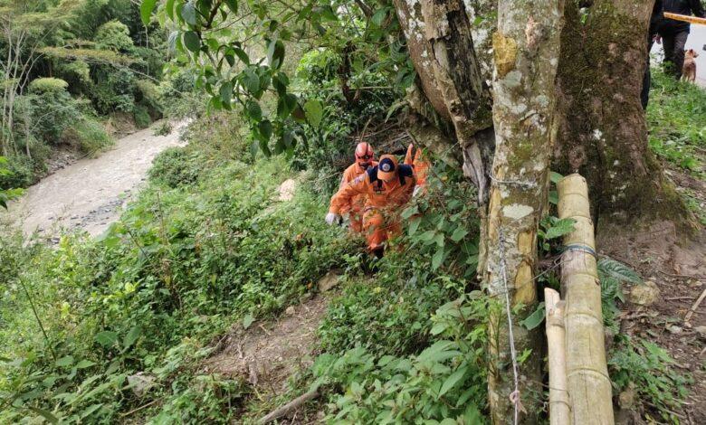 Hallan sin vida al niño que cayó del puente en la vereda Pico de Oro 1