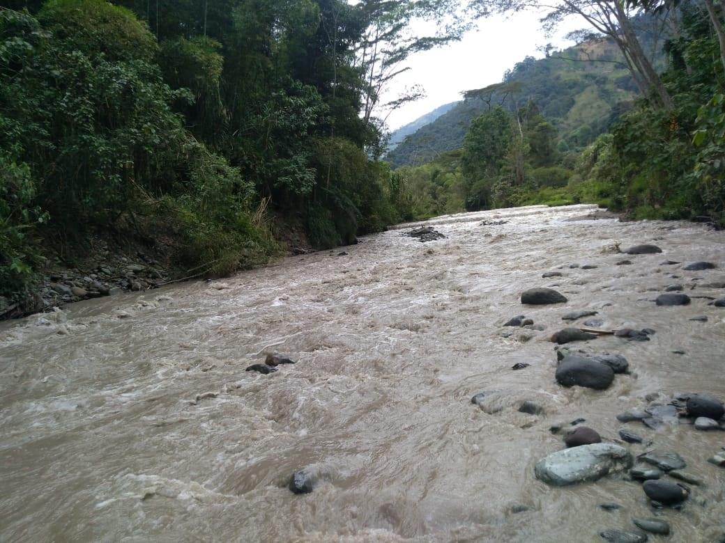 Hallan sin vida al niño que cayó del puente en la vereda Pico de Oro 4