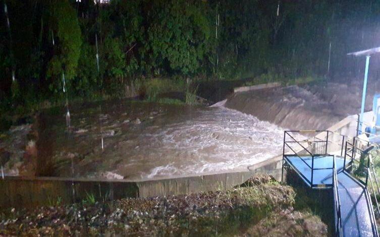 Lluvias en el Cañón tienen sin agua la ciudad 1